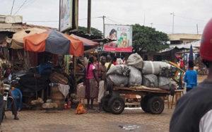 Togo, Marché d'Akodessewa : Taxes excessives. Environnement insalubre. Des revendeuses en colère.