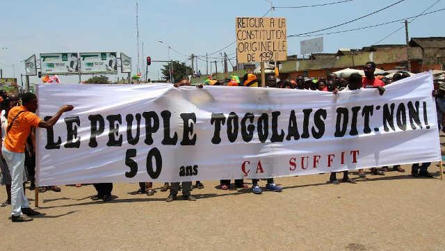 Fenêtre Sur l'Afrique du 28/10/2017 : Togo, Retour à la constitution de 1992.