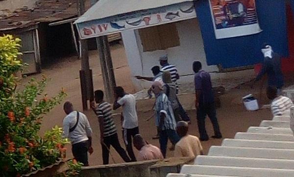Des miliciens du RPT-UNIR dans les rues de Lomé                                                                             18 octobre 2017