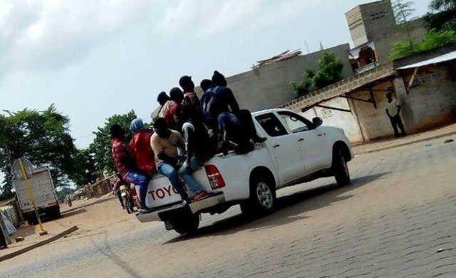 Togo, Répression des manifestations : Le Rubicon franchi, Des miliciens armés aux côtés des corps habillés !