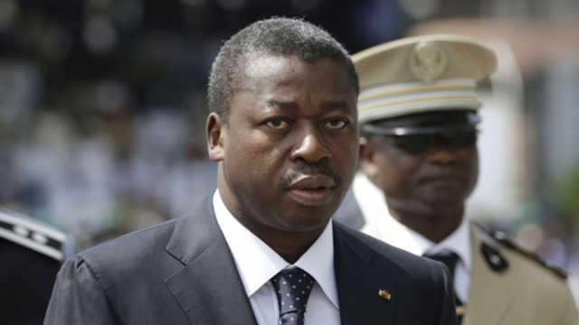 Le Dictateur Faure Gnassingbé feint de découvrir que les Togolais le traitent de dictateur sanguinaire.