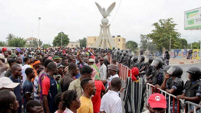 Révolution Togolaise, Le Tour De Garde : Le Temps Des Braves.