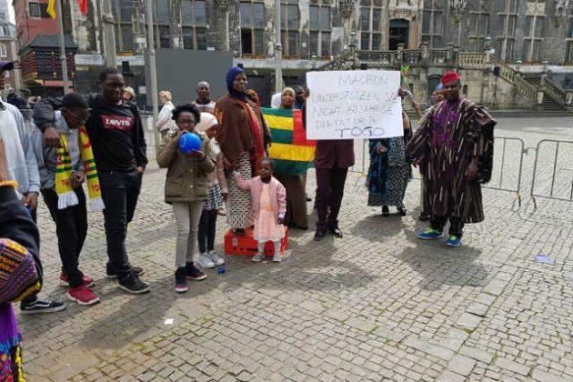 Diaspora, Allemagne : Emmanuel Macron interpellé par des manifestants togolais à Aachen sur la crise sociopolitique au Togo.