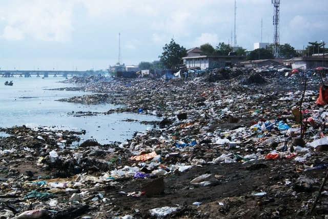 Togo, Défécation et jets des ordures tous azimuts : De la nécessité de décourager les actes inciviques autour du 4ème Lac de Zorro Bar
