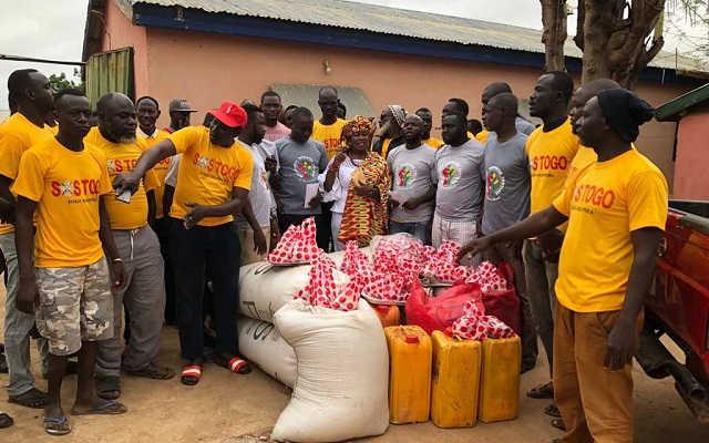 Des dons aux réfugiés togolais à Chereponi