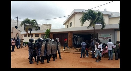 Chronique de Kodjo Epou: Vingt gendarmes pour un (1) gréviste de la faim                                                                             25 septembre 2018