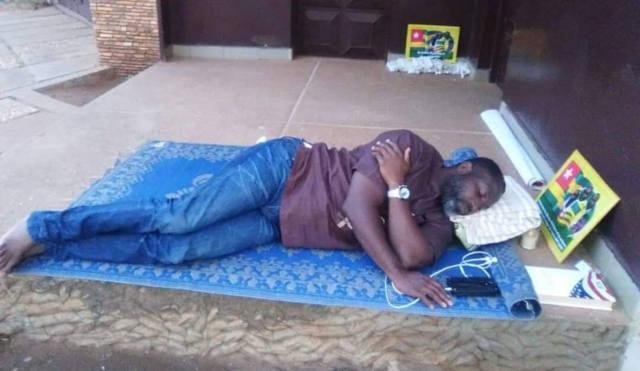Révolution Togolaise / Le Tour De Garde : Rouge est le Sang de Habia Nicodème