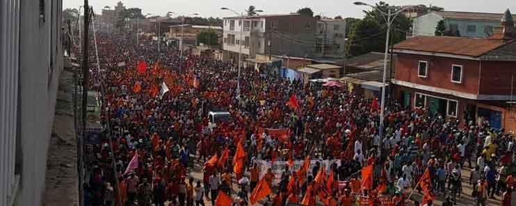 Deuxième jour de manifestations au Togo, une marée humaine dans les rues de Lomé ce samedi                                                                             1 décembre 2018