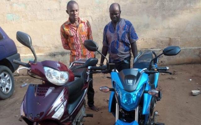 Deux voleurs de motos appréhendés à Lomé par la police