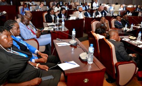 Discussions à Lomé sur l'économie, le financement et les modèles économiques liés à la 5G