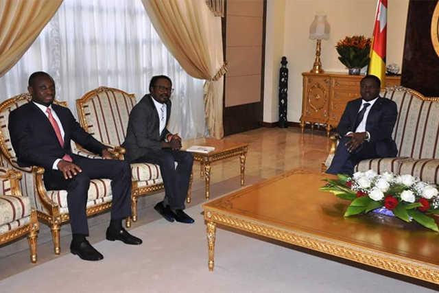 Togo, le Palais de la présidence, un Moulin? : Faure Gnassingbé déroule le tapis rouge au très polluant pasteur nigérian Joshua Iginla !