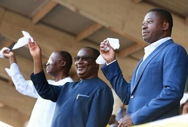 Faure Gnassingbé (d) et son valet de zélé de PM Sélom K. Klassou (c) | Photo : DR