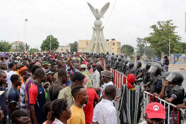 manifestation population togolaise face armee de faure