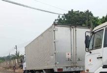 Deux des camions utilisés pour le convoi