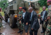 des membres de la cour constitutionnelle de Malawi proteges par l armee