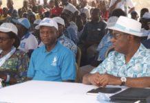 Robert Dussey (au milieu), lors du meeting