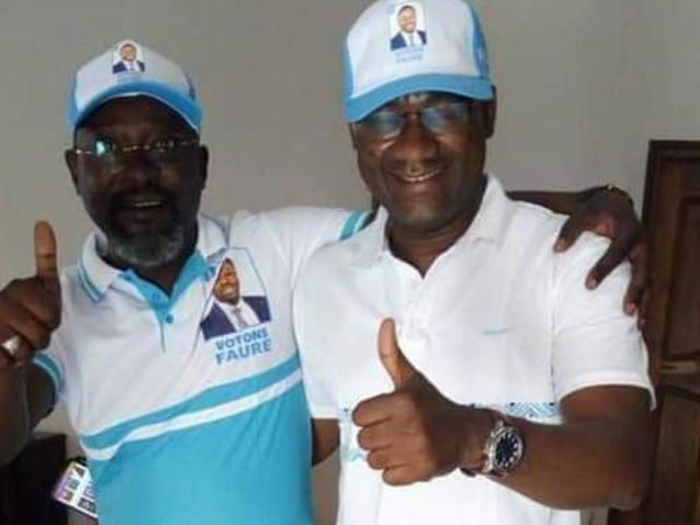 Le président de l'Université de Lomé Dodzi Kokoroko (droite) et ses acolytes militant pour le Faure/RPT-UNIR