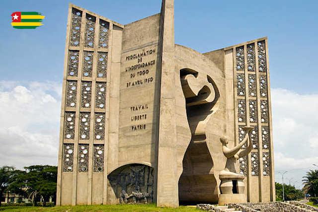 Le monument de l'indépendance à Lomé au Togo