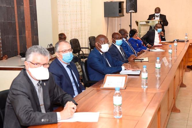 Sani Yaya appelle les banques à financer les microfinances et le secteur informel