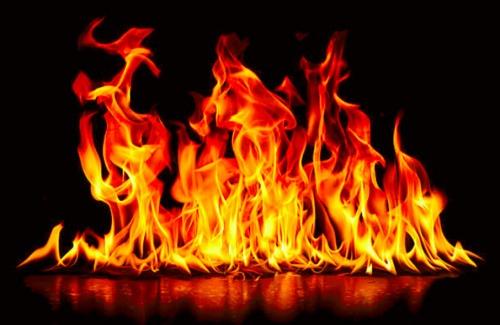 Le stockage illicite de produits pétroliers provoque des incendies et un décès dans deux villes