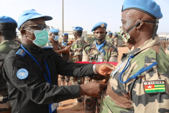 29058 les nations unies distinguent les casques bleus togolais dploys mopti ocb