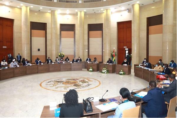 Le gouvernement tient son premier séminaire et définit ses orientations