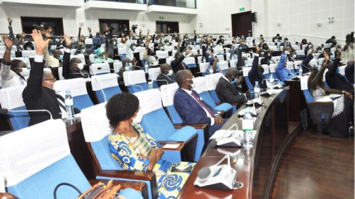 Le Gouvernement dévoile son programme et obtient la confiance unanime du Parlement