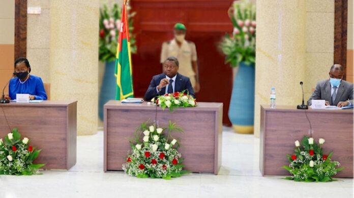 Le Gouvernement tient son premier conseil des ministres