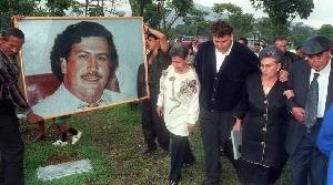 Personnage ambigu, entre Robin des bois et hors-la-loi violent, Pablo Escobar fascine