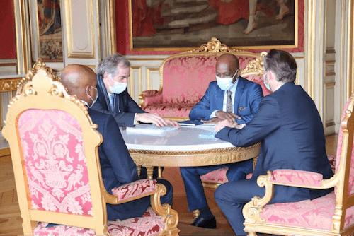 41133 le ministre des affaires trangres sest entretenu avec son homologue franais paris