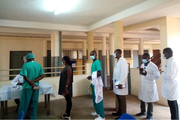 Début de la vaccination pour le personnel de santé