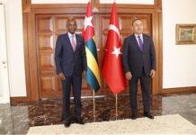 Le ministre des affaires étrangères en visite en Turquie