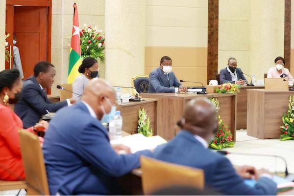 Conseil des ministres : un avant-projet de loi, deux projets de décret et cinq communications