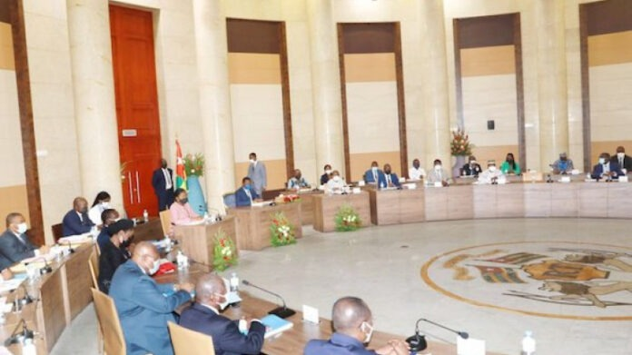 Conseil des ministres : un avant-projet de loi et trois projets de décret