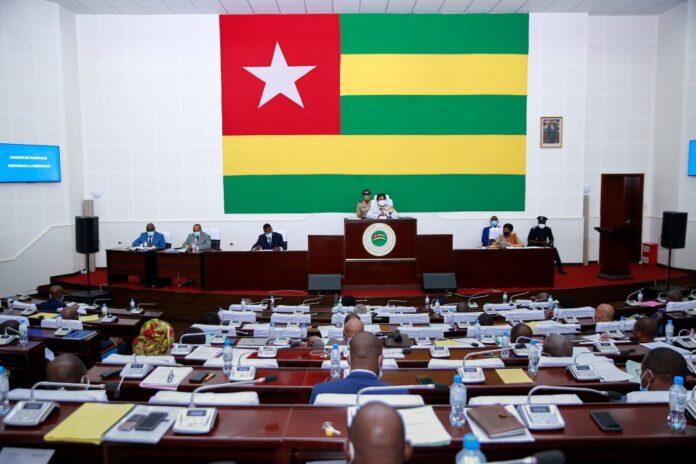 Le document de programmation budgétaire 2022-2024 analysé au Parlement